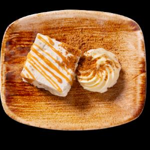 Bastogneparfait mit einem Klecks Karamelsoße